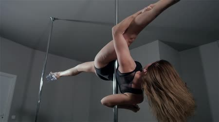 striptérka : Strip plastic pole, dance floor training with professional sport acrobatics