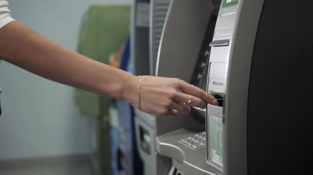 geri çekilme : Close up of hand of a woman using banking machine, atm withdrawal with credit card business, dollar euro
