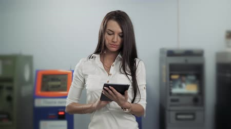 дебет : Businesswoman use digital tablet on ATM background, bank work, business woman withdrawal