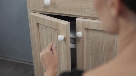 laminát : Woman hand open drawer bathroom new furniture close up
