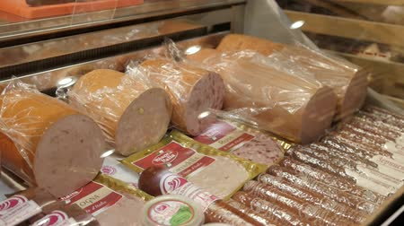 lombo de vaca : Street sale and tasting of exposed sausages, bacon and pork fat.
