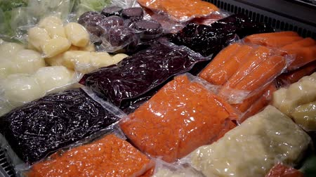 megőriz : colorful vegetables preserved in vacuum packed bags to keep the organoleptic properties of foods
