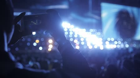 macro fotografia : Close up of recording video with smartphone during a concert. Audience photo take macro Vídeos