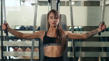 bandagem : Niznhy Novgorod, Russia 28 FEBRUARY 2018 Sexy brunette close up trainer sport athletic woman pumping up muscules with dumbbells, training girl with barbell in gym indoor Vídeos