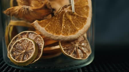 mandarinka : Classic bar counter with bottles close up dried slices of fruits for decoration cactail, bartender take slice orange grapefruit macro Dostupné videozáznamy