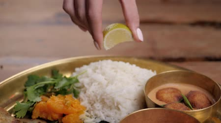 tikka : Spicy chicken tikka masala in bowl on rustic wooden background. With rice, indian naan butter bread, spices, herbs. Traditional Indiansri lanka lankian dish. Top view. Indian food. Stock Footage