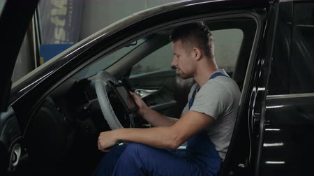 осмотр : Mechanic with wrench working and repair car engine in car service centre man handsome portrait warehouse Стоковые видеозаписи