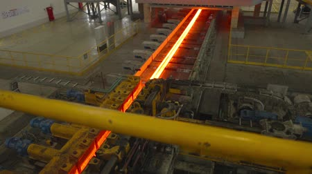młyn : hot steel on conveyor in steel mill Wideo