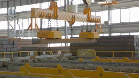 kilogramm : Close up of a factory overhead crane