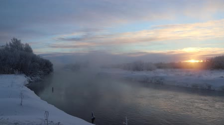 январь : Morning Dawn Evaporation from water in bitter cold. River video and evaporation at sunrise