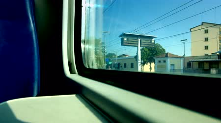 přihrádka : Low angle view from the window of a train departing from a station in Italy.