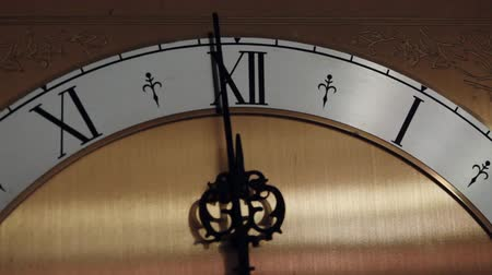 antiguidade : Old style clock