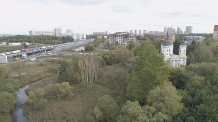 From a height overlooking the motorway and the church. Dostupné videozáznamy