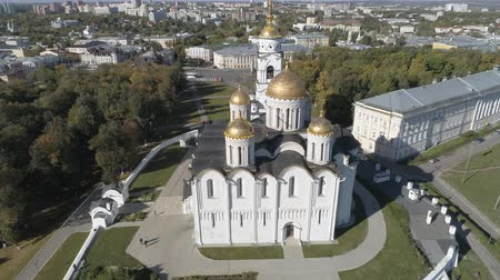 ortodoxia : Flight of the Assumption Cathedral in Vladimir. Aerial video shooting. Stock Footage