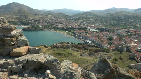 história : Landscape of Greek town situated in a picturesque bay, the view from the fortress wall. Island of Lemnos, Greece. Vídeos