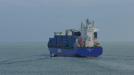 lanoví : Container ship leaving the port.