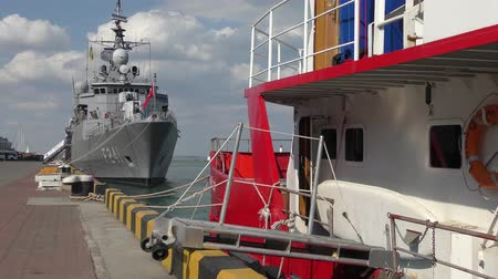 партия : Turkish military ship at the pier in the port of Odessa. Стоковые видеозаписи