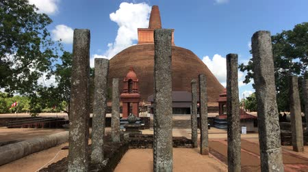 buda : Anuradhapura, Sri Lanka, temple dome through pillars 4K