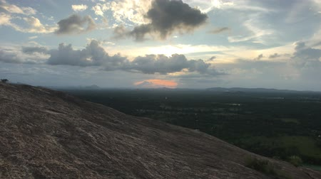 seylan : Sigiriya, Sri Lanka, sunset on the mountain 4K