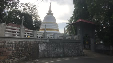 Kandy, Sri Lanka, view of the dome of Dagoba from the street 4K 動画素材
