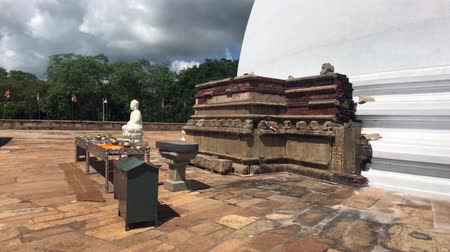 seylan : Anuradhapura, Sri Lanka, side view of the little Buddha 4K
