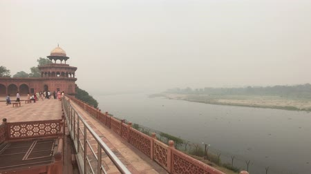 astroloji : Agra, India, November 10, 2019, Taj Mahal, river view from the back of the mosque 4K