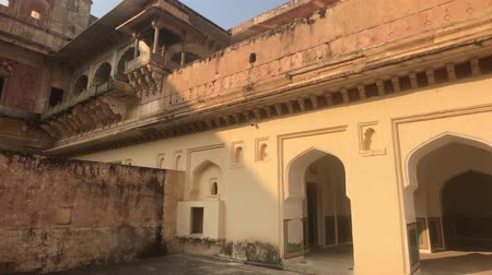 csillagjóslás : Jaipur, India, November 05, 2019 Amer Fort walls of an old fortress with many doors and windows part 2 4K Stock mozgókép