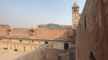geliştirmek : Jaipur, India, November 05, 2019, Amer Fort side towers overlooking the courtyard 4K