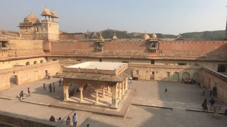 astroloji : Jaipur, India, November 05, 2019, Amer Fort room with columns in the courtyard 4K Stok Video