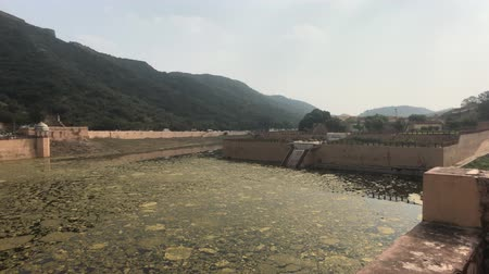 amer fort : Jaipur, India, November 05, 2019, Amer Fort, an old abandoned lake near the walls of the fortress 4K