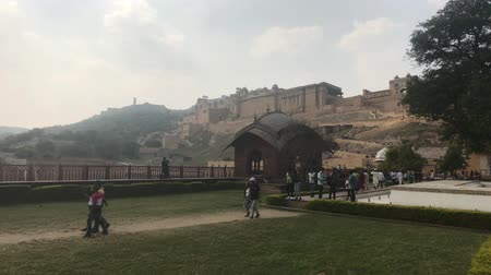 amer fort : Jaipur, India, November 05, 2019, Amer Fort, tourists walk on the lawn under the walls of the fortress 4K Stock Footage
