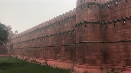 geliştirmek : New Delhi, India, November 11, 2019, high wall around the Red Fort 4K