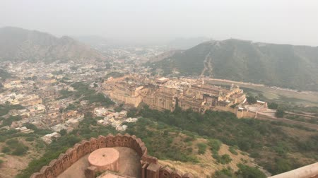 yoksulluk : Jaipur, India - View of the fortress from afar part 5 4K