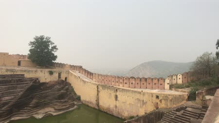 arrabaldes : Jaipur, India - defensive structures on a high mountain part 8 4K Vídeos
