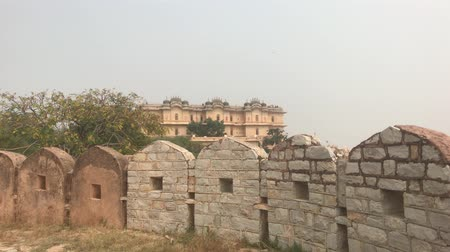 defensiva : Jaipur, India - defensive structures on a high mountain part 11 4K Vídeos