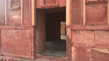 geliştirmek : Agra, India - Agra Fort, entrance to the red brick building 4K