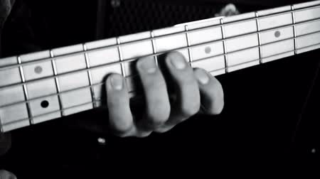 complesso jazz : Bass Guitarist Playing Bass Guitar Close Up