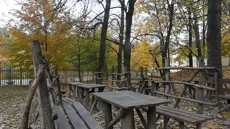проливая : Recreation zone benches in the park on fall day