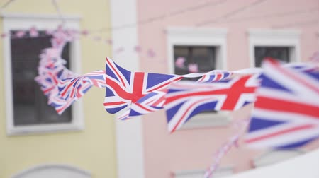 jubileu : British Union Jack bunting flags against the wall of the house