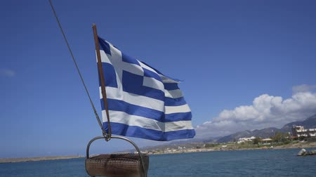 schuld : View of the Greek flag from the boat. The shore is visible in the background Stockvideo