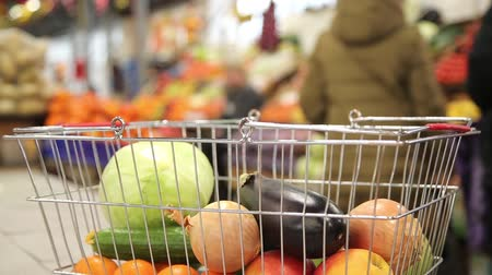 warzywa : Shopping cart filled with vegetables and fruits Wideo