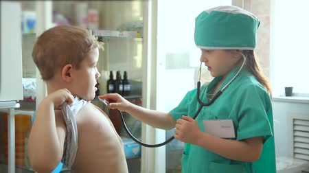 puls : Children playing doctor