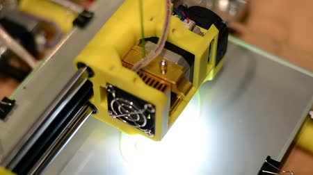 modelagem : 3D printer working