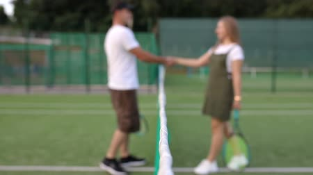 Tennis players shaking hands on the blurred background Vídeos