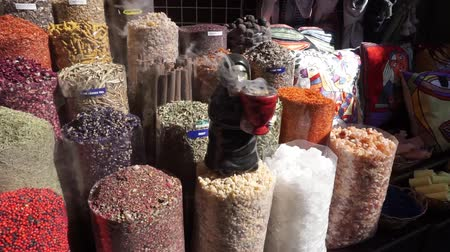 droge huid : Bur Dubai Souk Common Shop Offering Oriental Spices Dried Fruits Souvenirs and Sculpture with Frankincense