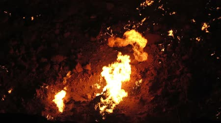 кратер : Darvaza Gas Crater Pit Breathtaking Close Up Flames View