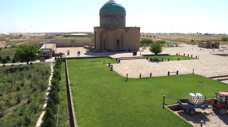 költő : Turkestan Mausoleum of Rabia Sultan Begim at Khoja Ahmed Yasawi High Angle Side Complex View on a Sunny Blue Sky Day Stock mozgókép