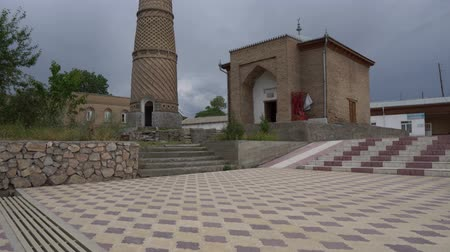 hilâl : Istaravshan Hazrati Shoh Mosque with Minaret and Mausoleum Side View on a Cloudy Rainy Day