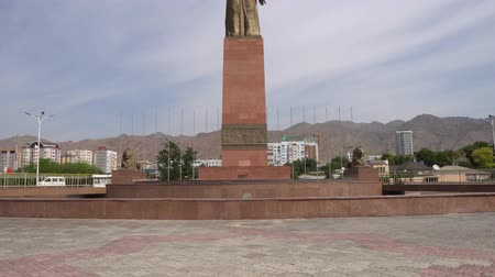 syrdarya : Khujand Ismoil Somoni Holding A Golden Scepter With His Right Hand Statue Frontal On A Sunny Blue Sky Day Stock Footage