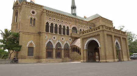 Karachi Frere Hall Building van de British Colonial Era Main Gate Entrance View op een bewolkte dag